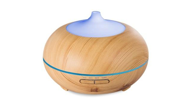 なかなか好みのデザインのものに出会えずに、毎年買わず仕舞いになっていた加湿器。そんなあなたのために、今回は「木目調」をテーマに、北欧スタイルの加湿器を5種類ご紹介致します。1