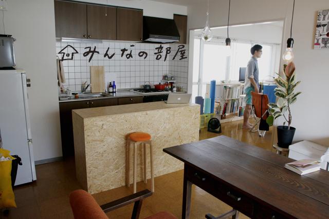 家を選ぶという事は、その家がある街を選ぶ、ということでもあります。松木さんが家を選んだ理由からは、それを特に強く感じます。「既製品よりも一点もの!」といってさまざまなものをハイクオリティにDIYしつつ、最終仕上げのニス塗りは面倒で省略してしまったり、無理のない等身大の暮らしぶりが垣間見えるお宅でした。