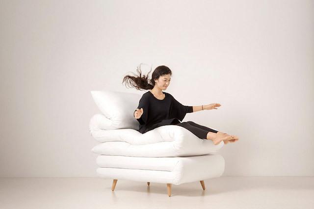 見ているだけで、眠くなってしまうイスを発見しました。元木大輔さん率いる「Daisuke Motogi Architecture」によって製作された、ふとんみたいなイス「Sleepy Chair」のご紹介です。家にあるとリラックスできそうですが、仕事や勉強スペースははかどらないかもしれません……。3