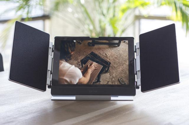 iPadカバーとしても使える、折りたたみ型スピーカー「Amp」の紹介です。家でも出先でも、いつでも迫力あるサウンドで映像を楽しめます。bluetoothにも対応しているので、通常のスピーカーとしても使えます。3