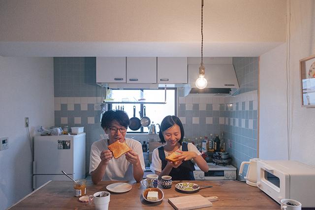 BALUMUDA(バルミューダ)で焼いたトーストを食べるかわいいカップル