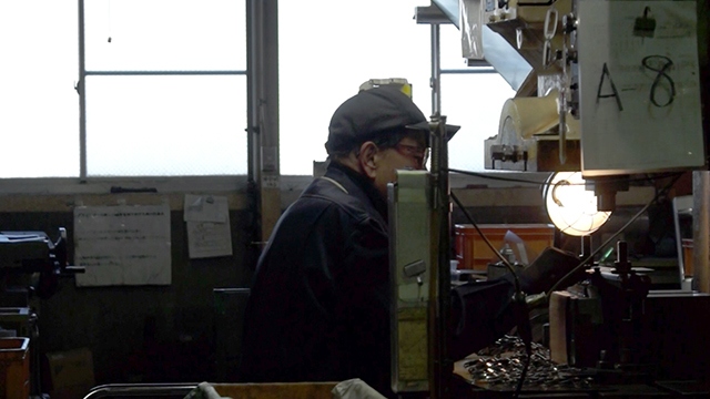 新潟県を拠点にするFD Inc.が、新潟の伝統技術とコラボレーションで制作する「FD STYLEシリーズ」は、機能美を追求したシンプルなデザインとマットブラックのカラーリングが魅力的なキッチンツール。鉄の鍋やオロシなど、料理はツールからこだわりたい人にオススメです。12