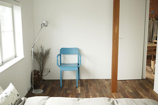 ReBITA(リビタ)のリノベーション済み戸建て物件「みたけ台の家」で暮らす、素敵な家族を紹介します。土間でラフに仕上げた趣味のフリースペースや、無垢材の床にオイルを塗って床のトーンを下げ、アンティーク調な雰囲気にしたおしゃれな家です。7