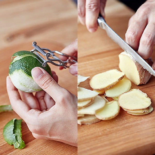 フードコーディネーターの村井りんごさんが教える自家製ジンジャーエールのレシピを、三越伊勢丹ホールディングスが運営する食メディア「FOODIE」よりご紹介。たっぷり生姜とライムの皮を使い、甘いものが苦手な方にもおすすめな「自家製ジンジャーエール」を作ります。ライムの皮をむき、生姜は薄切りします。