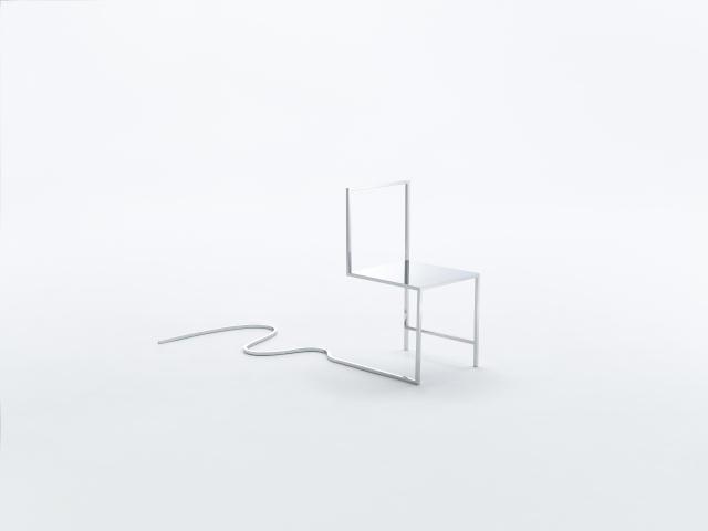 佐藤オオキ率いるデザインオフィス「nendo」が、ニューヨークのフリードマン ベンダ ギャラリーのために制作したマンガがモチーフの50脚のイス「50 manga chairs」をご紹介。やってきた道を表すデザインのイス。
