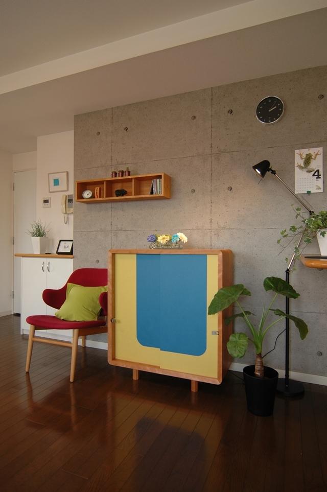 住まいの欧米化が進む日本。最近では和室の良さが見直され、洋室に和室を設けたり、障子や襖(ふすま)を間仕切りに取り入れたりと再び注目を集めています。そこでおすすめなのが襖の技術を家具に取り入れた和風創作家具「fuscoma」。粋な和モダン世界をお楽しみあれ。襖紙の種類は豊富。