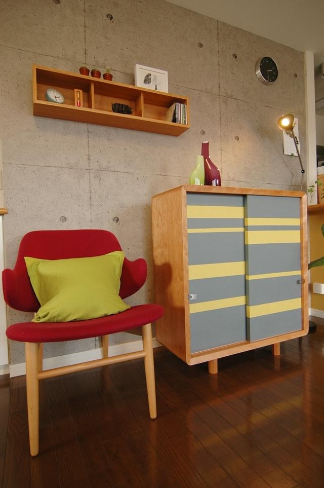 住まいの欧米化が進む日本。最近では和室の良さが見直され、洋室に和室を設けたり、障子や襖(ふすま)を間仕切りに取り入れたりと再び注目を集めています。そこでおすすめなのが襖の技術を家具に取り入れた和風創作家具「fuscoma」。粋な和モダン世界をお楽しみあれ。襖紙はフローリングや北欧家具と相性が抜群です。