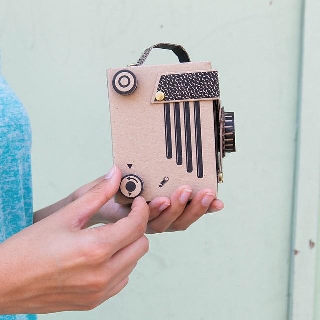 簡単にトイカメラがDIYで作れてしまう工作キット「The Pop-up Pinhole」の「VIREDE」と「VITTY」をご紹介。ディティールにもこだわりが感じられます。