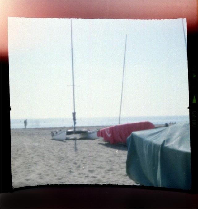 簡単にトイカメラがDIYで作れてしまう工作キット「The Pop-up Pinhole」の「VIREDE」と「VITTY」をご紹介。トイカメラなら風景も味わい深い写真に。
