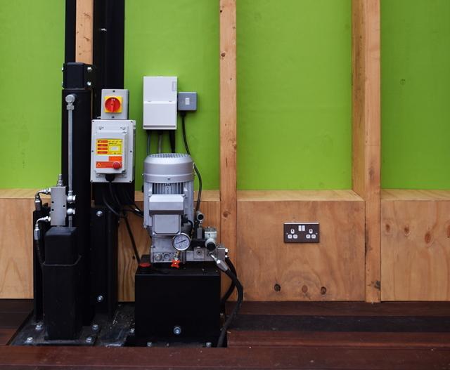 洪水が発生したら、浸水しないようにボタン一つで80センチまで家を持ち上げることができる、Between Art and Technology (BAT) Studioによる大胆発想の家「Greenhouse That Grows Legs(脚が生えるグリーンハウス)」をご紹介。1