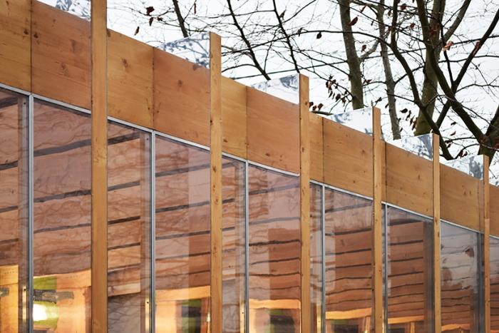 洪水が発生したら、浸水しないようにボタン一つで80センチまで家を持ち上げることができる、Between Art and Technology (BAT) Studioによる大胆発想の家「Greenhouse That Grows Legs(脚が生えるグリーンハウス)」をご紹介。4