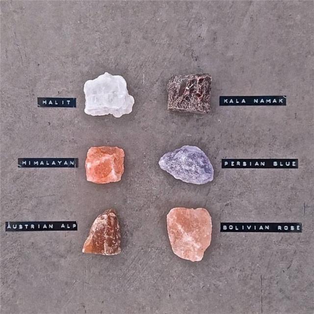 スウェーデン発の「rivsalt」は、岩塩とおろし器で食卓をおしゃれに彩ります。おろし器と岩塩を持ち、削って使うだけ。熱々のお料理に使っても、湿気で固まってしまう心配もなく、いつでもフレッシュな塩の味が楽しめます。ちょっとしたプレゼントにもオススメです。きれいな岩塩が数多くあります。