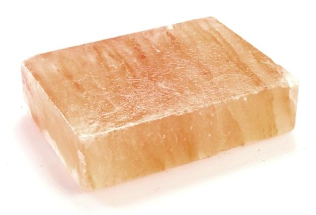 スウェーデン発の「rivsalt」は、岩塩とおろし器で食卓をおしゃれに彩ります。おろし器と岩塩を持ち、削って使うだけ。熱々のお料理に使っても、湿気で固まってしまう心配もなく、いつでもフレッシュな塩の味が楽しめます。ちょっとしたプレゼントにもオススメです。塩のブロックもあります。