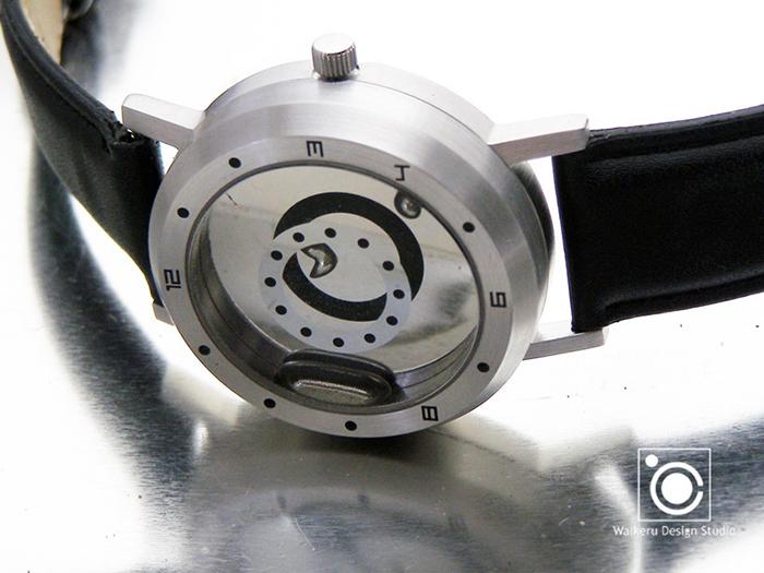 「他の人とは違う時計を身につけたい」「ユニークな時計で人を惹きつけたい」……そんな思いを叶えるべく、究極のオリジナリティを目指してつくられた時計「LM WATCH」。時間にあわせて刻一刻と姿を変える液体金属。同じカタチには二度と出会えないかもしれないなんて言われたら、ますます気になってしまいます。