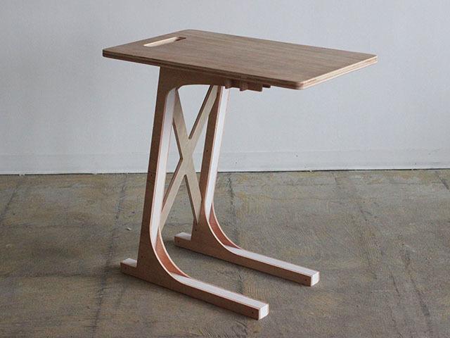 岐阜の設計事務所TABが東京・赤坂でDIYワークショップを開催します。脚の色を選べる、植物などを置く台としても活用できるミニスツール「mini stool」とスキーヤーのように前傾姿勢になっているので、サイドテーブルとして便利な「Sofa Table」を作ります。