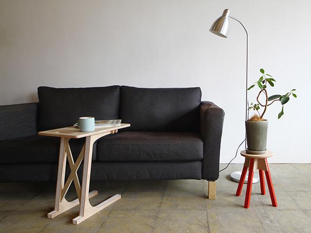 岐阜の設計事務所TABが東京・赤坂でDIYワークショップを開催します。脚の色を選べる、植物などを置く台としても活用できるミニスツール「mini stool」とスキーヤーのように前傾姿勢になっているので、サイドテーブルとして便利な「Sofa Table」を作ります。参加費は、スツール:7,500円(税抜)、ソファーテーブル:10,500円(税抜)です。