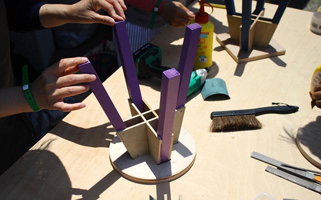 岐阜の設計事務所TABが東京・赤坂でDIYワークショップを開催します。脚の色を選べる、植物などを置く台としても活用できるミニスツール「mini stool」とスキーヤーのように前傾姿勢になっているので、サイドテーブルとして便利な「Sofa Table」を作ります。今回カットについて掘り下げて、丁寧に教えてくれるのです。