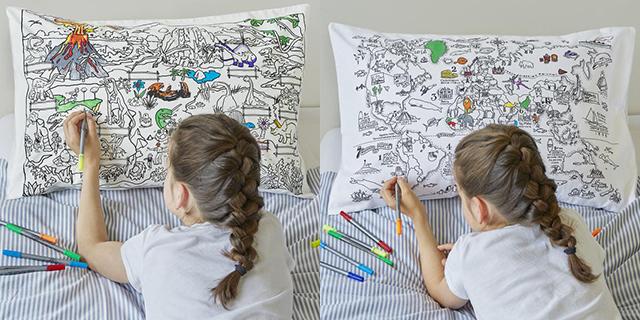 落書きし放題の枕カバーと羽毛布団「the new home bundle」の紹介。週ごとの予定を書き込んだり、仕事で使うアイディアを図にしたりと、クリエイティブな使い方ができます。サプライズや、おもてなしのメッセージを綴るのにもぴったりです。2