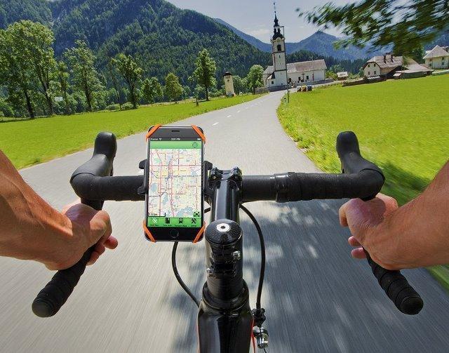 ずっと自転車に興味を持ちながらも、キッカケを失っている人も多いはず。この秋、自分の世界を広げてくれるパートナーを探してみましょう。通勤に使うなら、主張しすぎない「Kabuto」のヘルメット。「キャノンデール」の小物や、ハイスペック自転車「ディアゴナール」など。6
