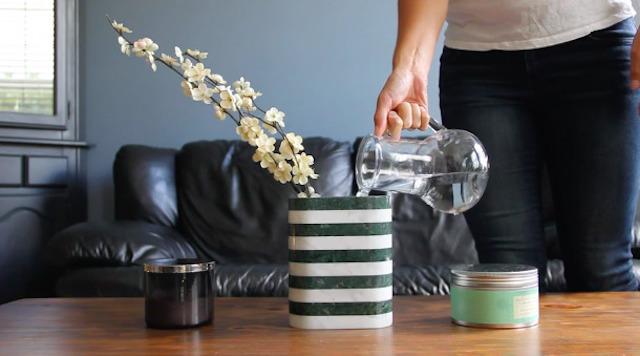 デザイナーのBilge Nur Saltikが制作した、オブジェのようなスピーカー「Loud Objects」を紹介します。キャンドルスタンドや花瓶としても使える、どんな部屋でも馴染むデザインが特徴です。花瓶なので、水を入れても問題ありません。