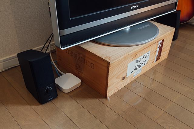 「いつか、使えるかも!」と山積みになっている箱や、すぐたまっしまう靴箱など、すっきり配置するためのテクニックをroomieの部屋取材の中からご紹介。ワイン箱や靴箱、リンゴ箱など、あらゆる箱を有効に配置しています。普通のテレビ台はデザインが気に入らなかったという東京都港区の瓜田さん。もらってきたワイン箱をテレビ台に。