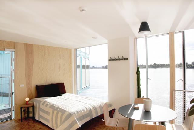学生の住居問題を解決するために生まれたコンテナ製ドミトリー「Urban Rigger」は、住居費の高い北欧・コペンハーゲンで始まったプロジェクト。水上にドミトリーを作ることで、家賃や場所の問題の解決を目指すおしゃなアパート。7