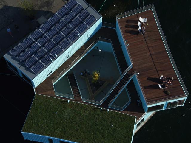 学生の住居問題を解決するために生まれたコンテナ製ドミトリー「Urban Rigger」は、住居費の高い北欧・コペンハーゲンで始まったプロジェクト。水上にドミトリーを作ることで、家賃や場所の問題の解決を目指すおしゃなアパート。4