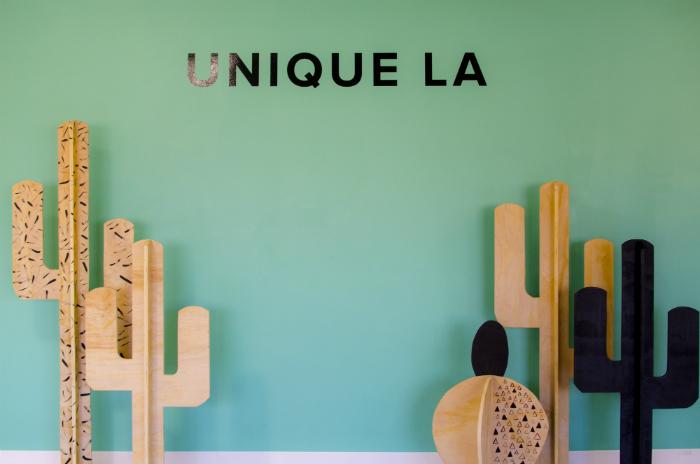 「ローカルデザイナーの活躍の場を広げたい!」という思いから、2008年より始まったマーケットイベント「UNIQUE LA」。ロサンゼルスダウンタウンの一角で年に2回開催され、今では一度の開催に10万人近くの入場者が訪れる、LAのトレンドイベントのひとつになっています。入口の壁紙アート。