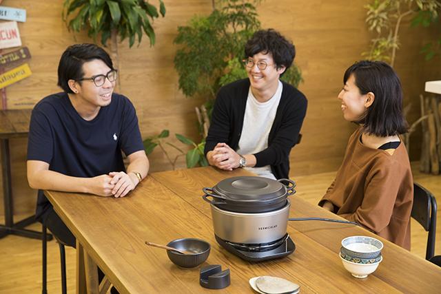 愛知県名古屋市で1936年に創業した鋳造メーカー・ドビーによる、料理好きに話題の鋳物ホーロー鍋「バーミキュラ」。無水調理を可能にするメイドインジャパンの職人による技術を総動員し、最高の温度で、最高においしいごはんが炊ける炊飯器「バーミキュラ ライスポット」をレビューします。9