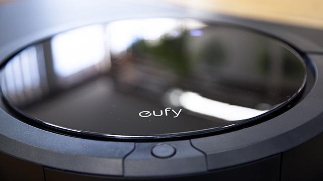 ロボット掃除機って、実際どれくらい便利なの? 誰もが感じたことのある疑問に答えるべく、Anker社の新家電ブランド「eufy(ユーフィ)」の「RoboVac 20」をレビューしました。良いところと気になるところをまとめたので、導入を検討している方はご参考にどうぞ。4