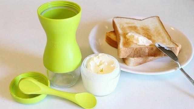 バターはよく使う食材のひとつですが、市販のものは量が多すぎて、1人暮らしだと食べきる前にダメにしてしまいがち。「ふんわりバタークック」を使って自分でつくれば、毎回食べきりサイズの新鮮なバターをつくれます。塩分を自分で調整出来るのもうれしいですね。top
