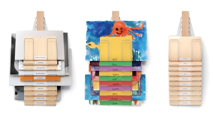 大量の紙はとても重いし、なにより引き出しの場所を取りますよね。そんなときに便利なのが壁を使ってスッキリとファイリングできる「The Up Filer」。ヒョイッと持ち上げられるので、下の紙も簡単に取り出せて便利です。