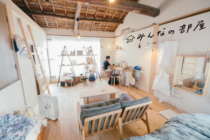 デザイナー、本屋「YUYBOOKS」代表・小野さん宅にお邪魔しました。ひとり暮らしの小野さんが一軒家を選んだ理由とは? DIYした棚やカーテン(!)など、こだわりのインテリアにも注目です。