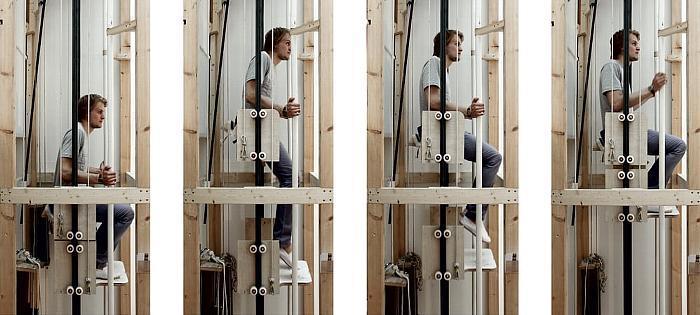人力といっても、筋肉にモノを言わせて自らをリフトするわけではないんです。「垂直な歩行」という名前の通り、普通に歩くようにスイスイと登っていけます。日本の住宅に取り入れることが出来れば、障がい者や高齢者の生活を便利にしてくれそうですね。