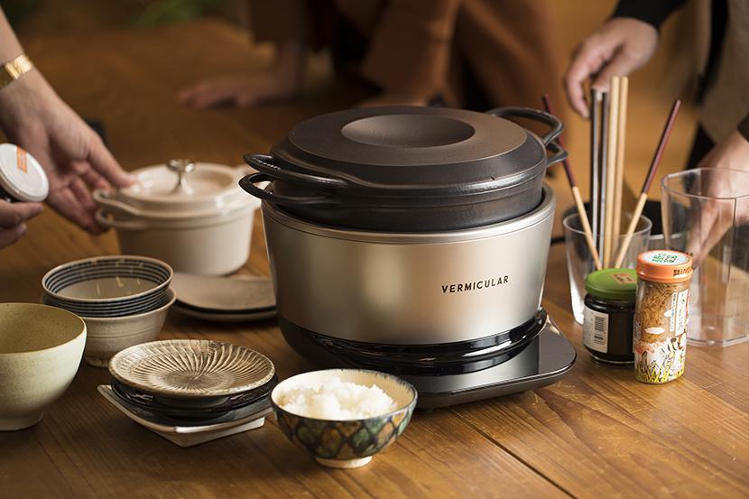 世界一おいしいお米が炊ける炊飯器と話題の「バーミキュラ ライスポット」をイチ早くレビュー。お米本来の甘みが際立っていて、おかずなしでも箸が止まりませんでした。気になるスペックや実用性、そして編集部オススメの「ごはんのアテ」も紹介しています。