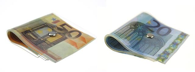 ドル札束を模したベンチ「$5,000,000 Bench」、札のドアストッパー「Cash-Door-Stopper」、 札束メモブロック「Mini Money Memo Pad」といったお札アイテムをご紹介します。紙幣デザインのアイテムで、リッチな気分へ。