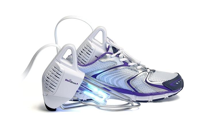 アメリカ発・水も洗剤も使わない靴洗浄機「SteriShoe+(ステリシュー・プラス)」の紹介。世界9カ国で特許を取得した殺菌テクノロジーで、自宅で革靴やハイヒールなどの手入れができる新しい家電。靴の中の真菌・バクテリア・雑菌を99.9パーセント殺菌。5