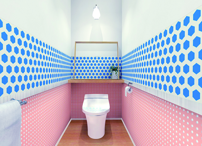 賃貸でも気軽に壁をおしゃれなイメージを変えることができる、壁紙会社whoによる「EASY2WaLL(イージートゥーウォール)」切って貼ってはがせる壁紙。賃貸の模様替えに最適で、再利用もOK。ひとりでも扱いやすい45cm幅。糊やローラー、専門的な工具は一切不要。気泡が入りづらく、誰でも簡単に張ることができる。9