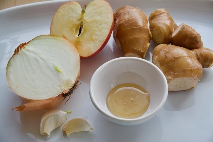 しょうががよく効きやみつきになる「豚のしょうが焼きのたれ」のレシピ。保存もできすぐにでも使え、漬け込みにも使用できる便利なたれ。りんごの皮が気にならければ皮ごとすりおろすとちょっと旨味が出る。甘めのたれにしたい場合は砂糖を少々加えてもよし。
