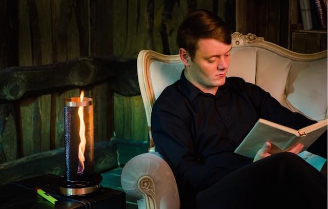炎を最高にリラックスできる照明として活用する「Flameflex」 | ROOMIE(ルーミー)