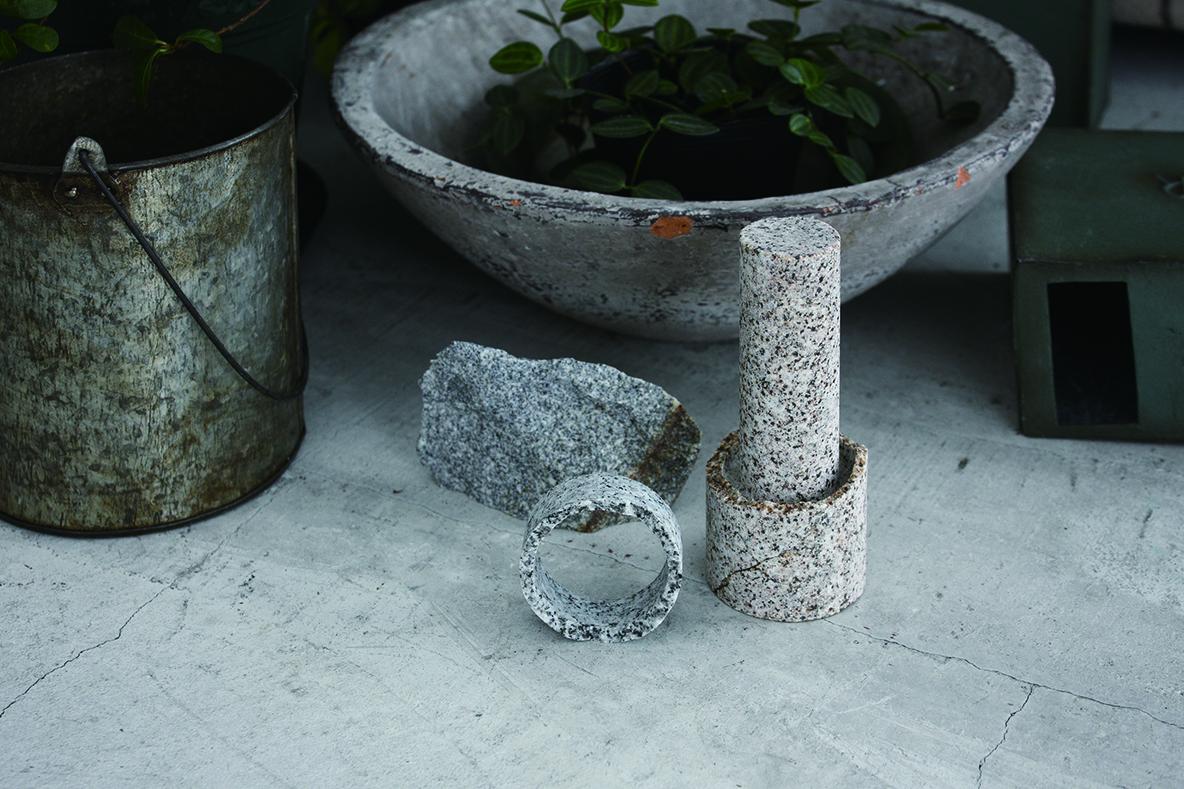 古来より人の生活に結びついていた石。そんな石を、再び生活のパートナーにしようと試みる高松市牟礼庵治商工会のプロジェクト「AJI PROJECT」の紹介。高松市庵治町産の庵治石で作られた