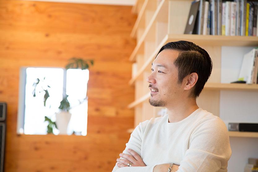 tsukuruba(ツクルバ)が運営するcowcamoは、中古住宅のオンラインマーケット。物件のスペックだけでは語り尽くせない、住まいの「ストーリー」を伝えるcowcamoコンテンツチームの伊勢谷亜耶子さん、若菜五月さん、平野翔子さんにお話をうかがった。リノベーション済みヴィンテージマンションの見極め方とは_8