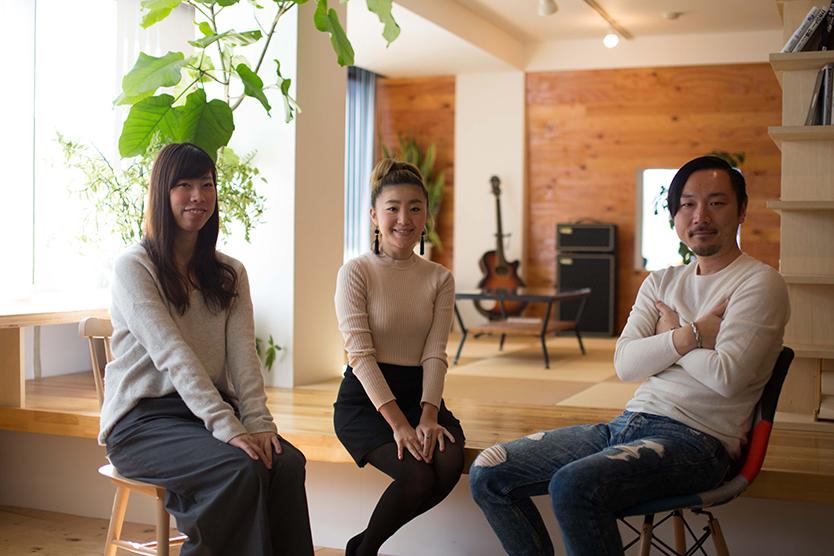 tsukuruba(ツクルバ)が運営するcowcamoは、中古住宅のオンラインマーケット。物件のスペックだけでは語り尽くせない、住まいの「ストーリー」を伝えるcowcamoコンテンツチームの伊勢谷亜耶子さん、若菜五月さん、平野翔子さんにお話をうかがった。リノベーション済みヴィンテージマンションの見極め方とは_1
