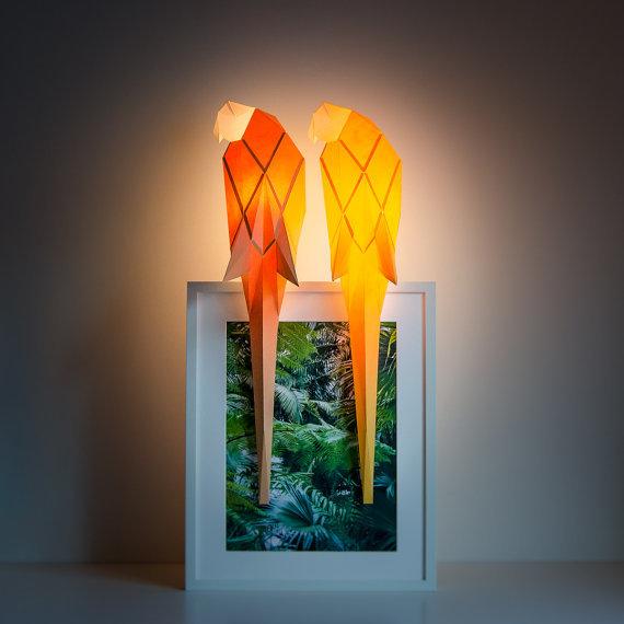 「OWL paperlamps」は、日本の折り紙からアイデアを得た、おしゃれでかわいいランプ。子供部屋にピッタリ。優しい光と愛らしい動物の形が、リラックスできる空間を演出します。明かりをつけた時はもちろん、明かりが消えているときもインテリアとして楽しめますよ。6