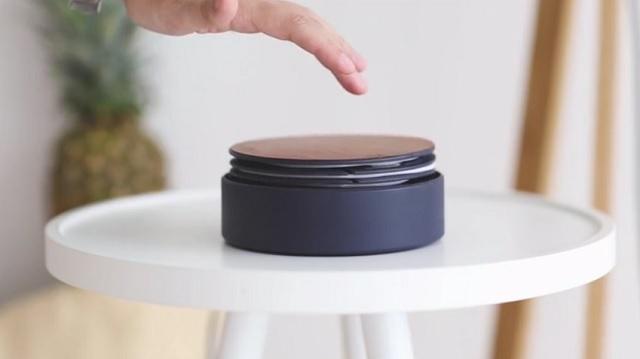 Kickstarterで人気、コンセント周りのゴチャゴチャを解消してくれるUSB充電器「ECLIPSE」。木のぬくもりを感じるシンプルなデザインでありながら、タッチセンサー、LEDライト、高速充電などデジタルライフを快適にしてくれる高機能満載です。