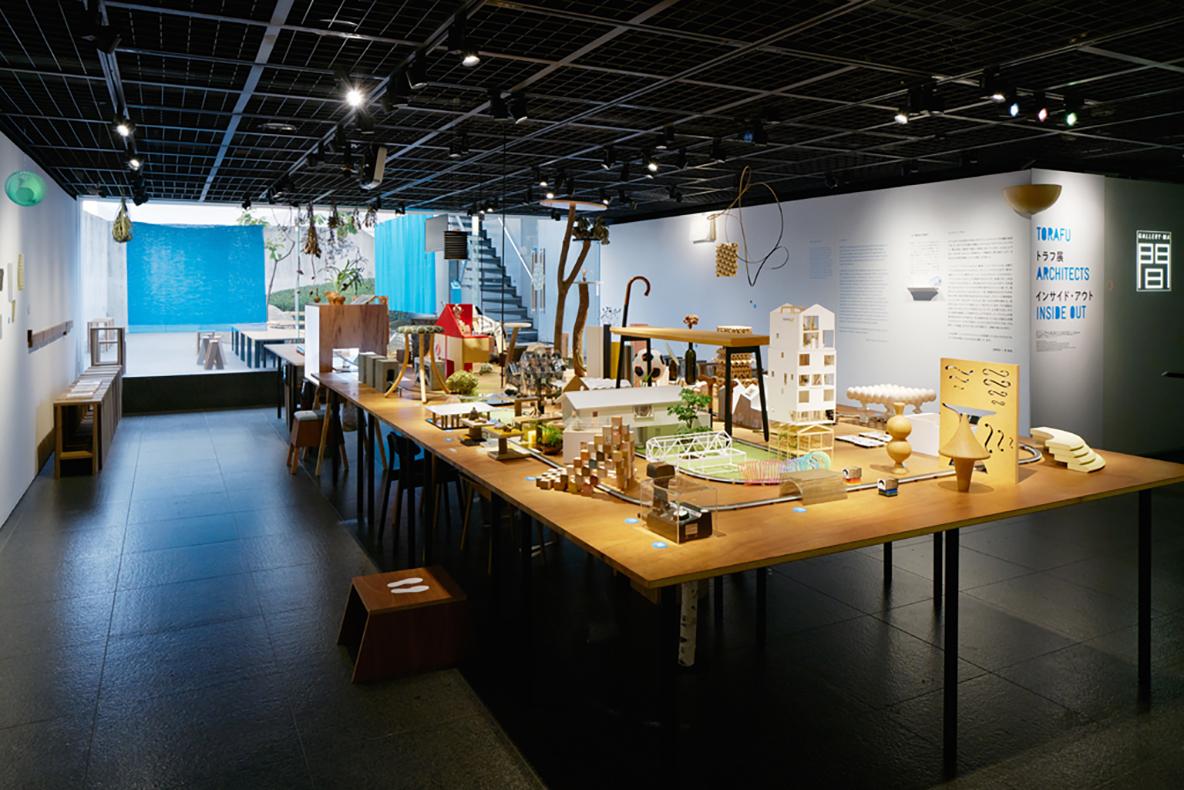 TOTOが運営する、建築とデザインの専門ギャラリーTOTOギャラリー・間。空間全体を身体を使って楽しみ、トラフ建築設計事務所の2人の頭の中を探検するような展示会の構成に注目だ。「TOTO 乃木坂ビル」にて、12月11日(日)まで開催中。 - See more at: https://www.roomie.jp/?p=362727&preview=true#sthash.ZRSdThej.dpuf