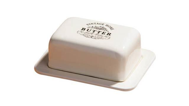 バター、それはなんと素晴らしいものなのか。バターを味わうには、上手く伸ばし広げなければいけないが、冷蔵庫に入れると固さが気になる。バターは常温保存したほうが良い理由を解説。2