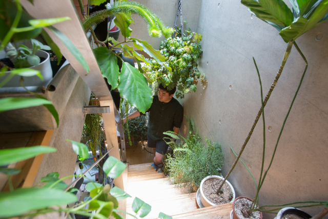 ROOMIEのお宅訪問連載「みんなの部屋」は早くもvol.50。個性的な部屋の中でベストな空間を編集部の独断と偏見で選んでみた。リビングやダイニング、趣味部屋、仕事部屋、DIY、男子部屋、ペット、植物などを取り上げる。5