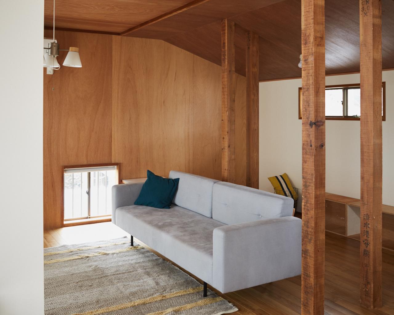 後藤武浩さんと土屋綾子さんは、ともに実家が戸建てだったこともあって、家の購入時には「マンション暮らしは一切考えてなかった」とキッパリ。そんな2人は結婚のタイミングで新居となる物件探しをはじめ、荻窪エリアにある築33年の木造住宅と運命的な出会いを果たす。