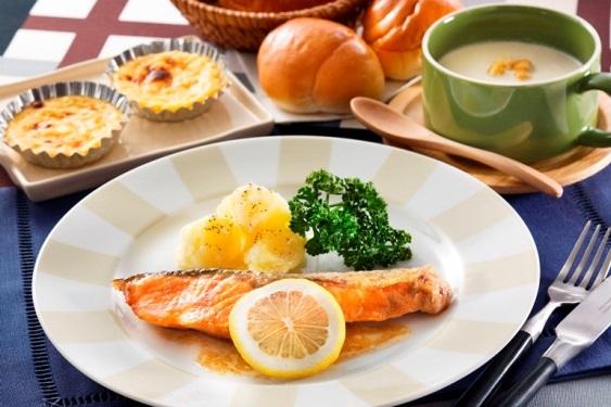 料理の基礎から教えてくれる東京ガスの料理教室「男だけの厨房」の紹介。1月~3月に開催される。和食、洋食、中華などの定番料理を、2人1組の少人数で仕上げるのでしっかり覚えることができるとのことだ。月1回、参加費用は材料費込で9,000円(税込、3ヶ月分)となっている。